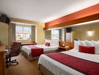 Room - Days Inn & Suites Lafayette
