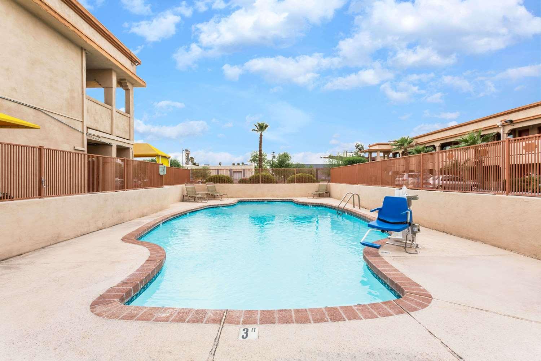 Pool - Super 8 Hotel Downtown Phoenix