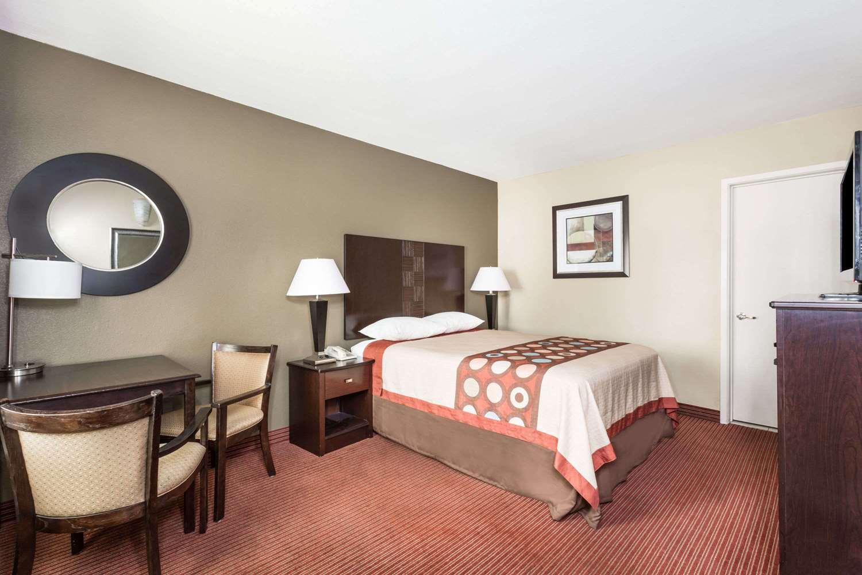 Room - Super 8 Hotel Downtown Phoenix