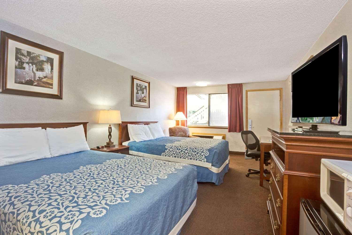Room - Days Inn Tukwila