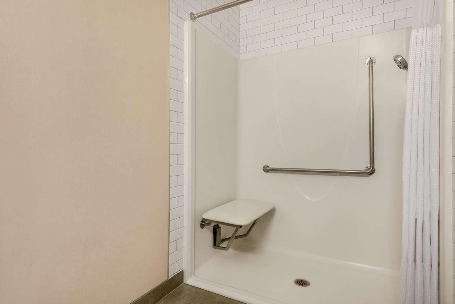 Room - Ramada Inn & Suites Airdrie