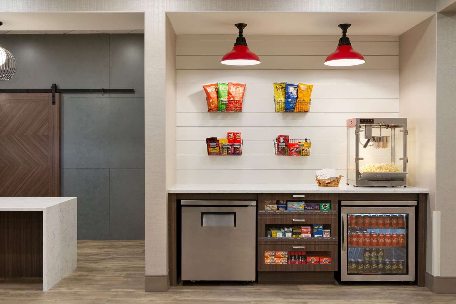 Lobby - Ramada Inn & Suites Airdrie
