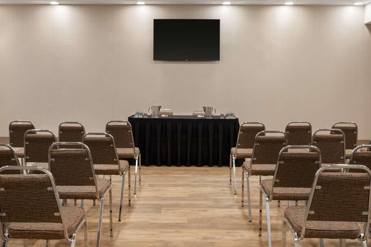 Meeting Facilities - Ramada Inn & Suites Airdrie
