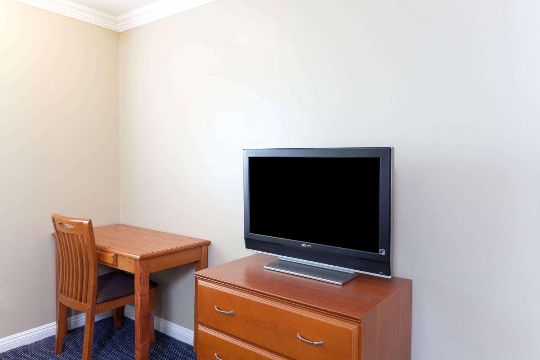 Room - Super 8 Hotel Torrance