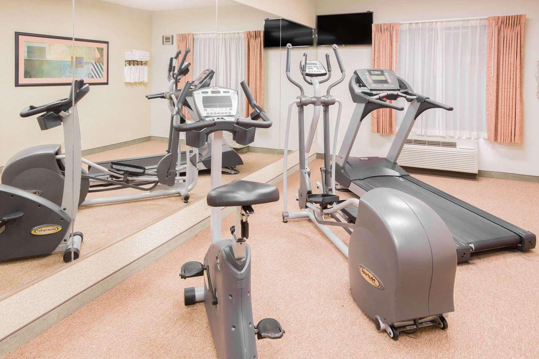 Fitness/ Exercise Room - Days Inn Hattiesburg