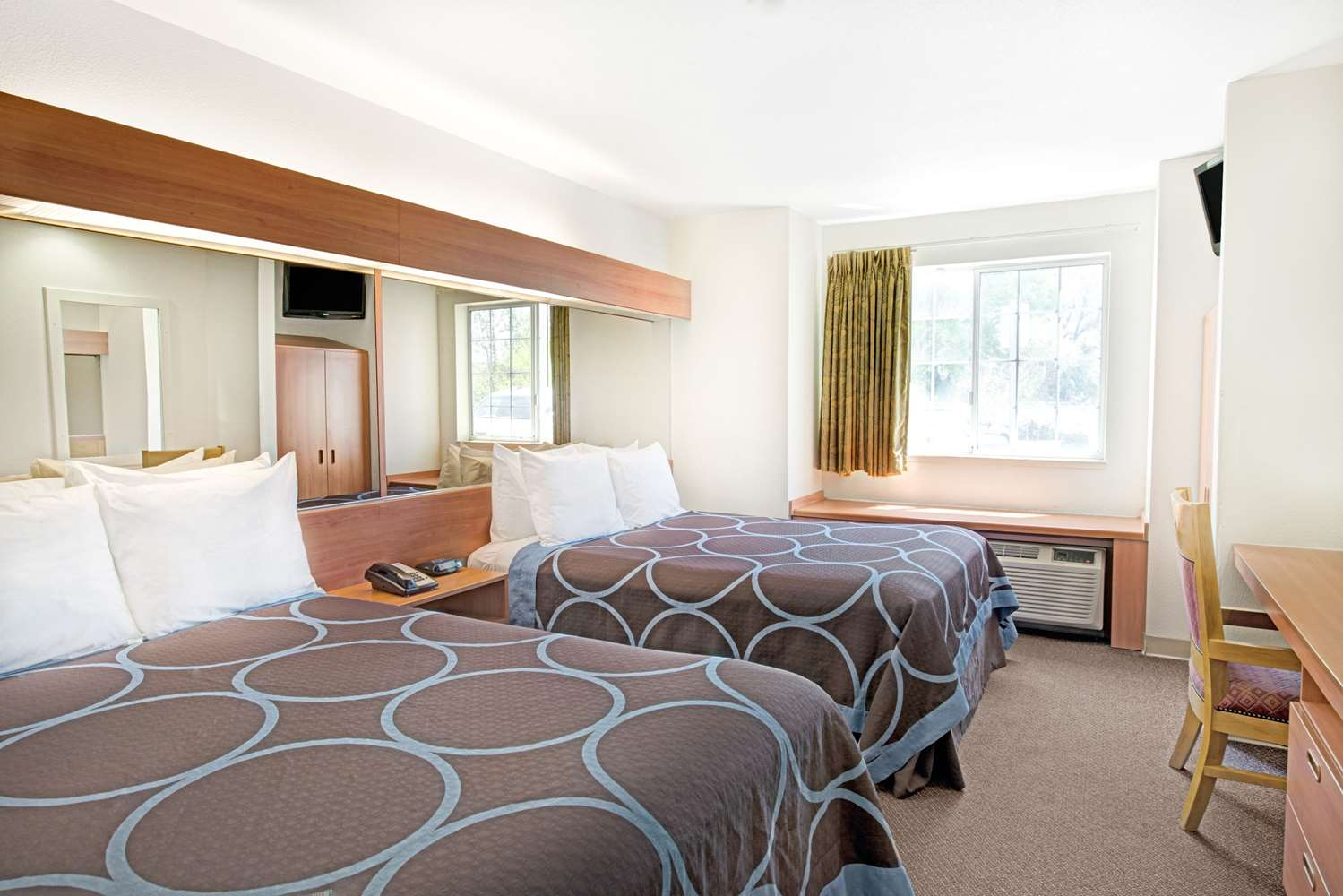 super 8 hotel smf airport sacramento ca see discounts. Black Bedroom Furniture Sets. Home Design Ideas