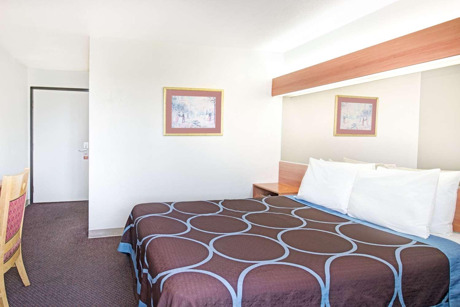 Room - Super 8 Hotel SMF Airport Sacramento