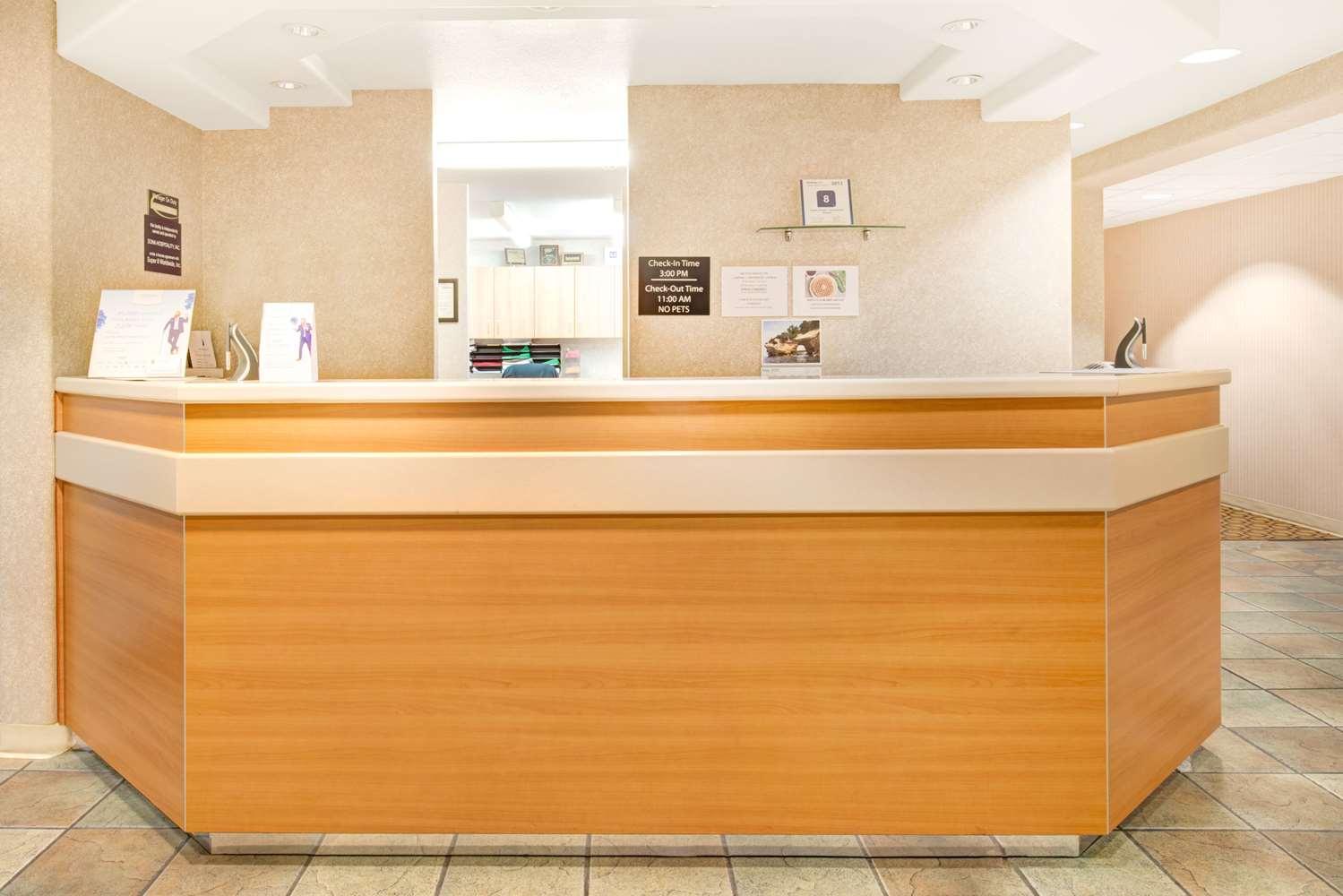 Lobby - Super 8 Hotel SMF Airport Sacramento