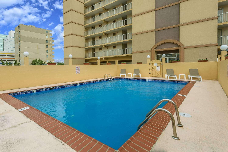 Pool - Travelodge Suites Virginia Beach
