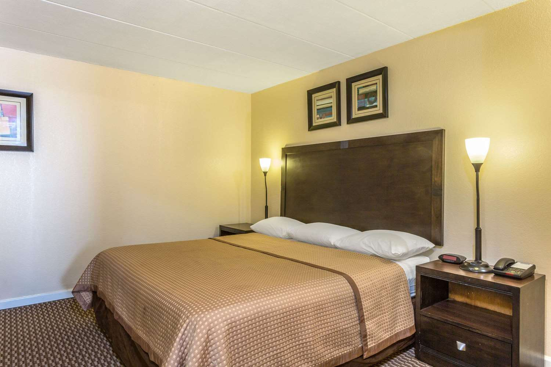 Room - Travelodge Suites Virginia Beach