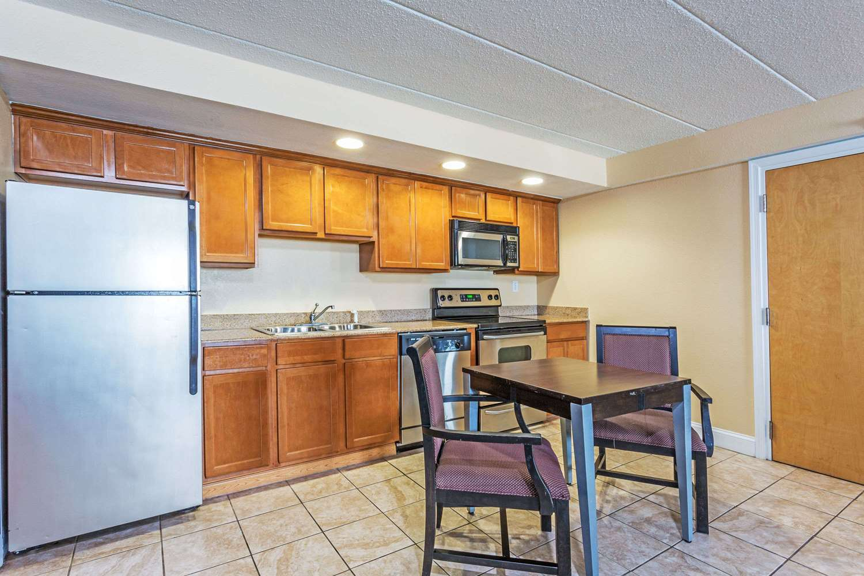 Suite - Travelodge Suites Virginia Beach