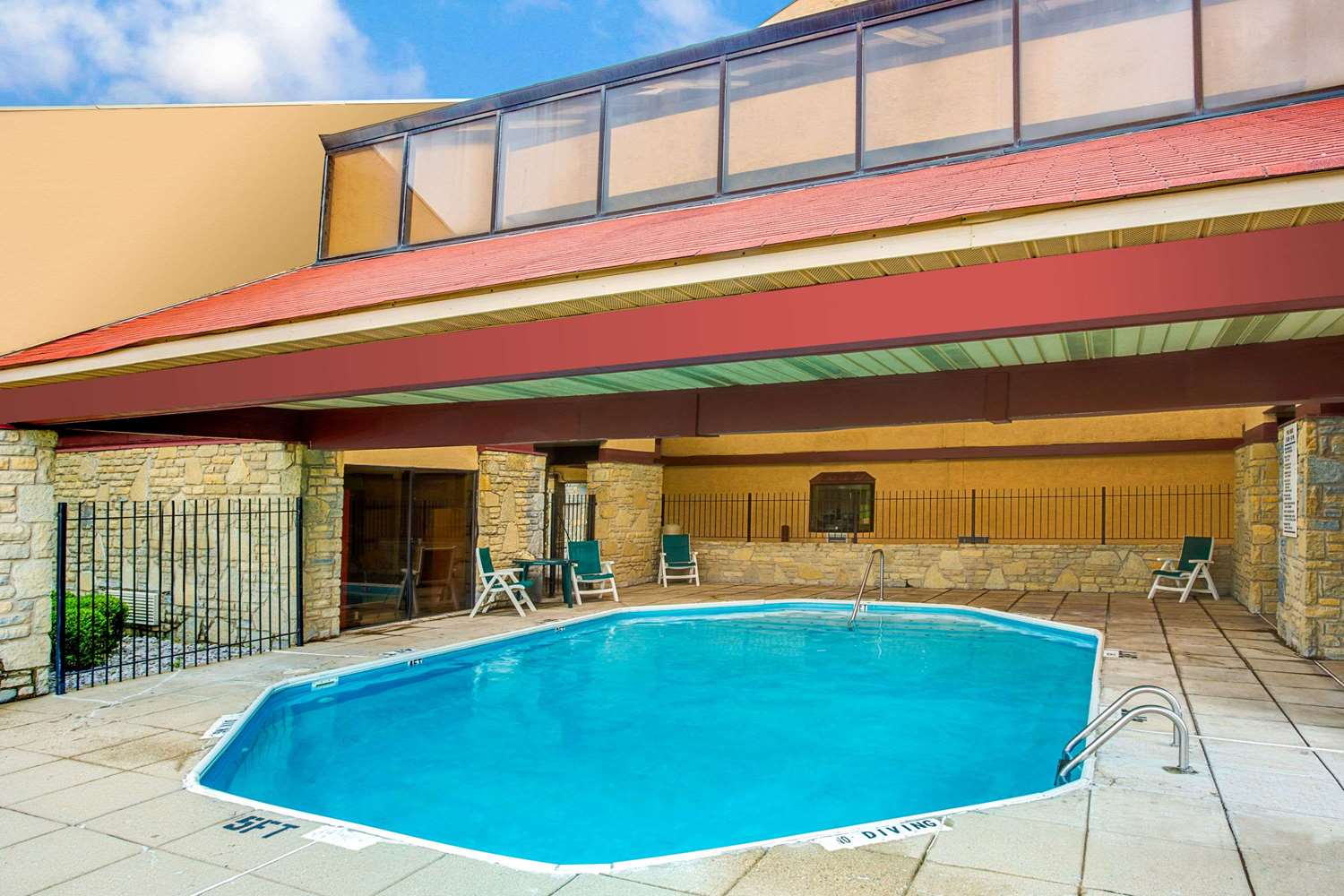 Pool - Super 8 Hotel Fort Mitchell
