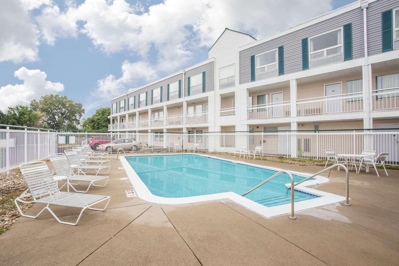 Pool - Super 8 Hotel East Madison