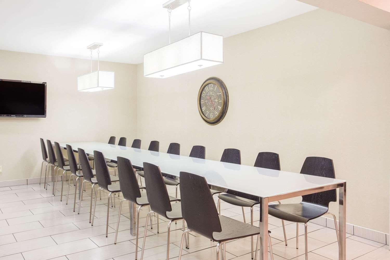 Meeting Facilities - Super 8 Hotel East Madison