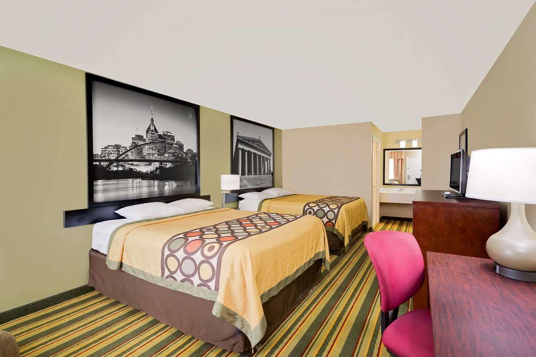 Room - Super 8 Hotel Hermitage