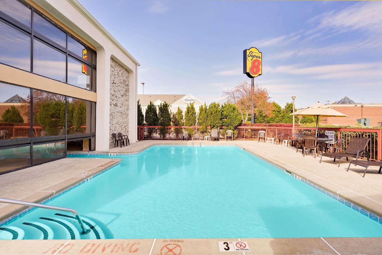 Pool - Super 8 Hotel Hermitage
