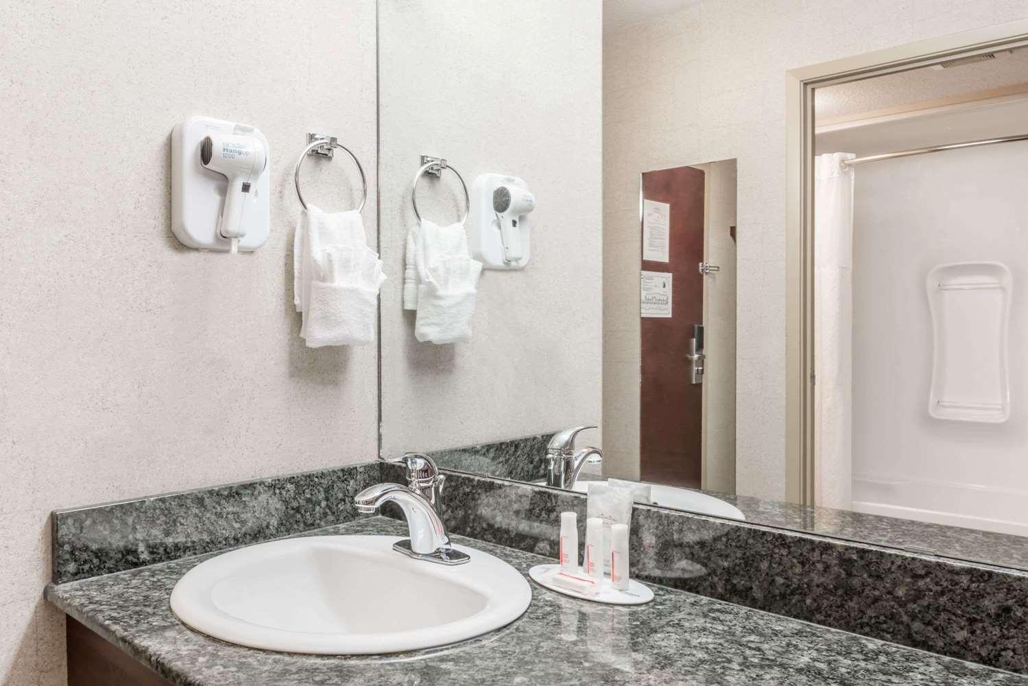 Room - Super 8 Hotel City Centre Red Deer