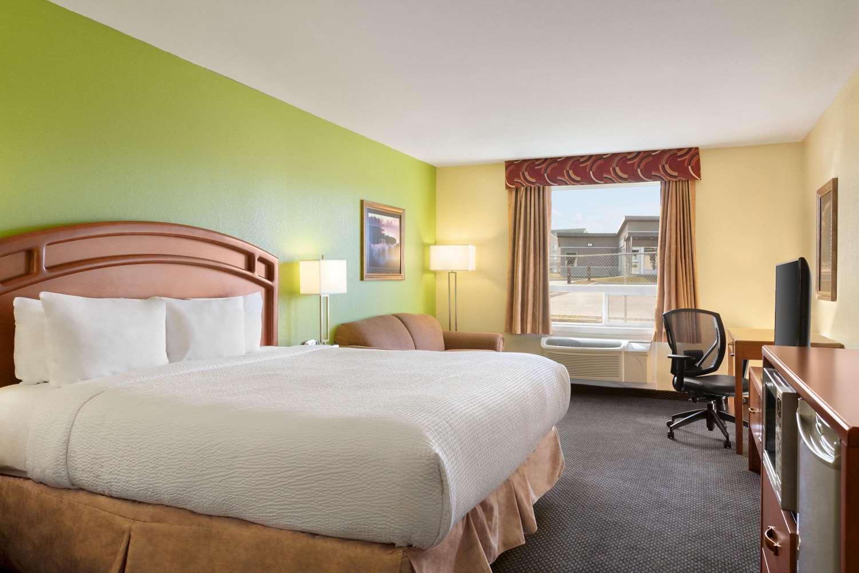 Room - Days Inn Thompson