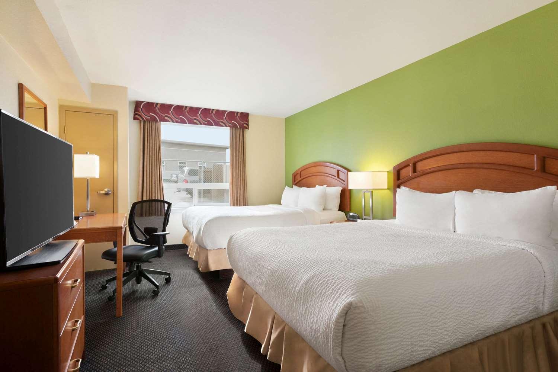 Suite - Days Inn Thompson