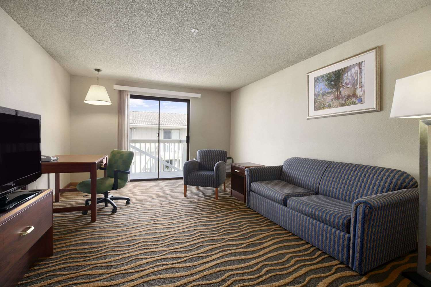 Suite - Howard Johnson Inn & Suites Tacoma