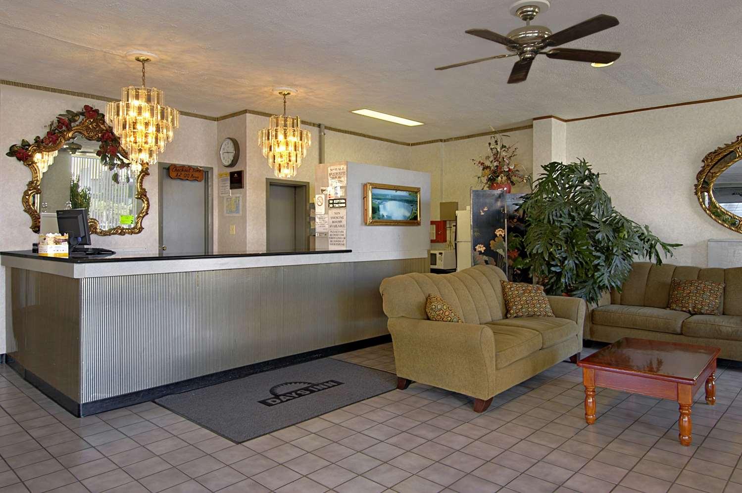 Lobby - Days Inn Atlantic City