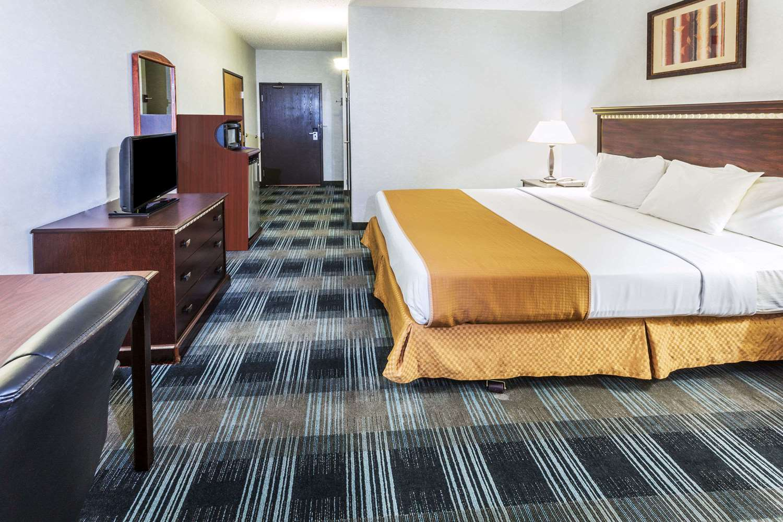 Room - Days Inn Vancouver
