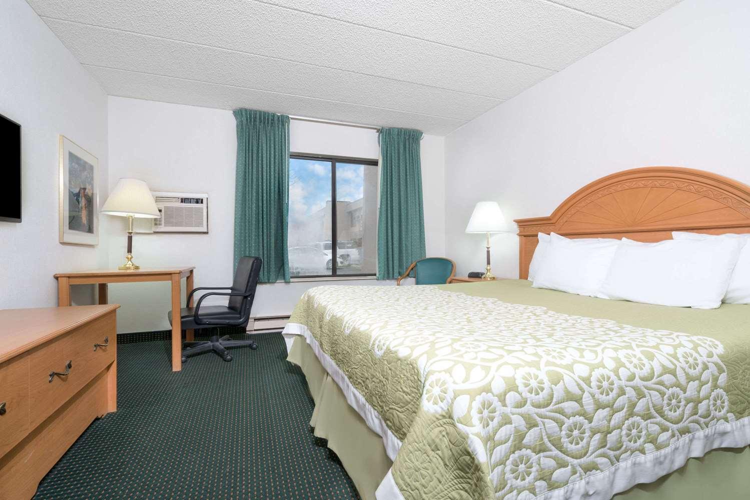 Room - Days Inn St Cloud Airport