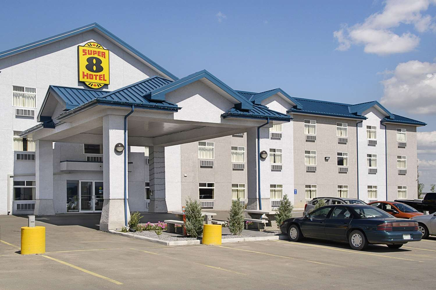 Exterior view - Super 8 Hotel Fort Saskatchewan