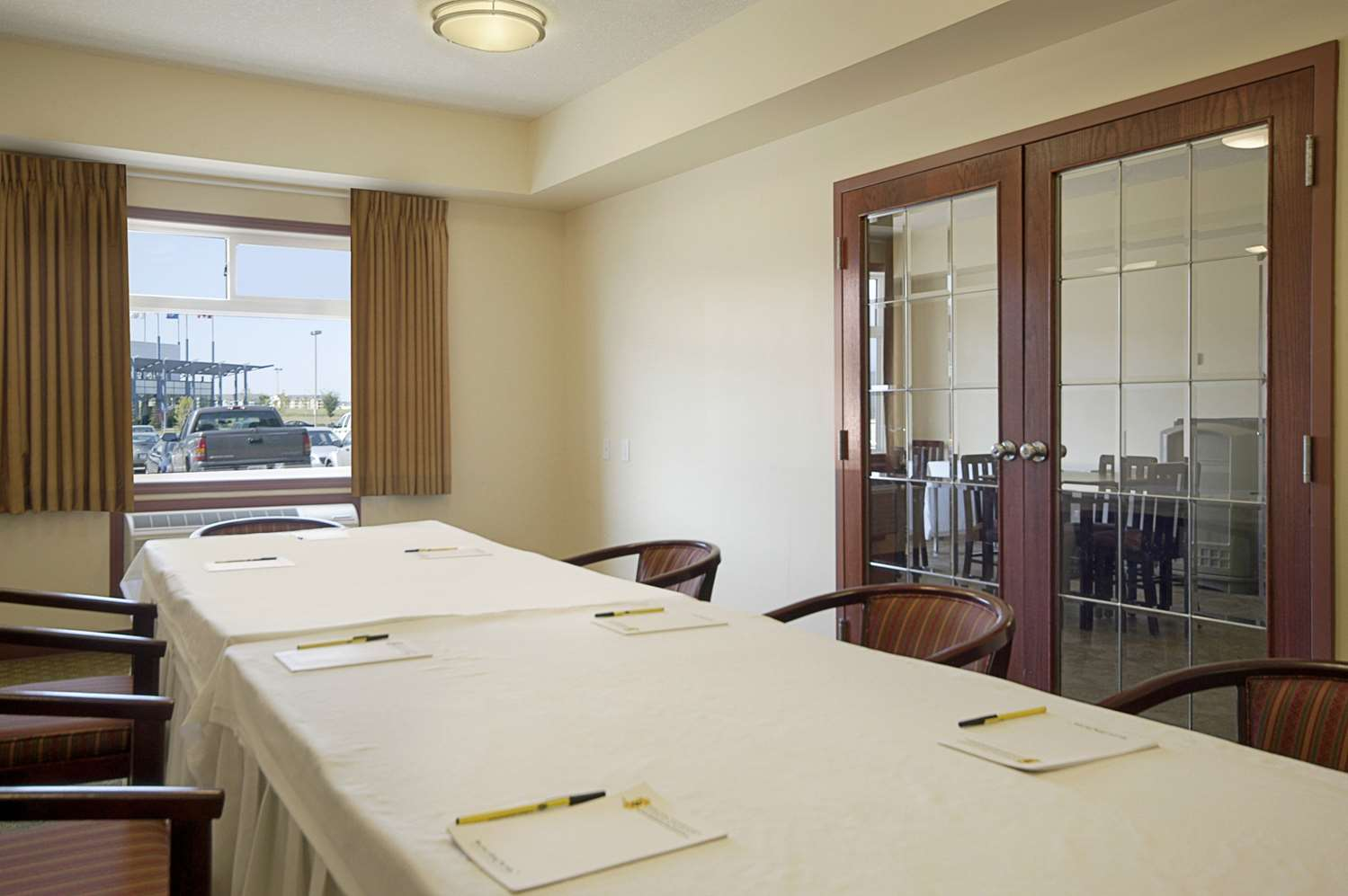 Meeting Facilities - Super 8 Hotel Fort Saskatchewan