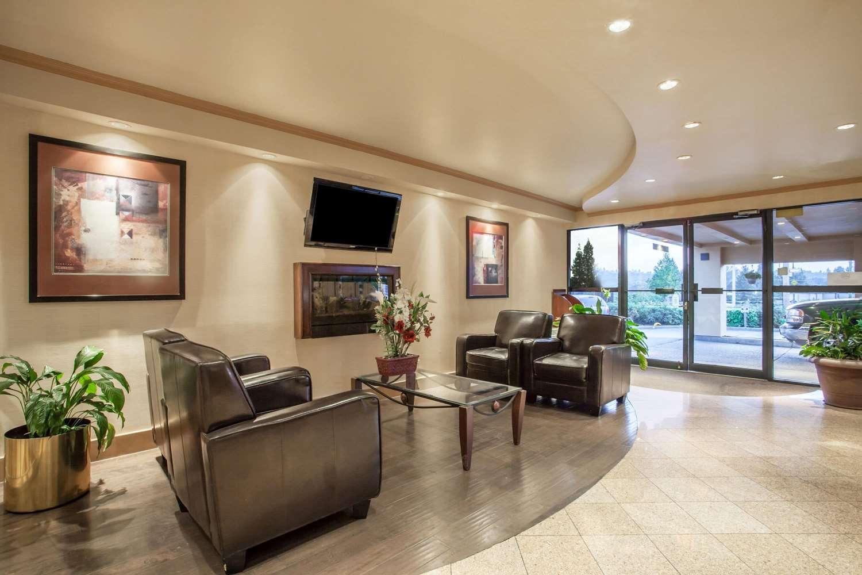 Lobby - Ramada Inn Coquitlam