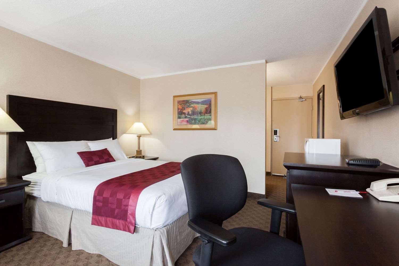 Room - Ramada Inn Coquitlam