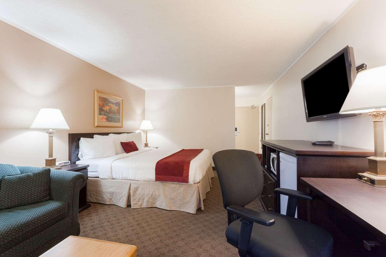 Suite - Ramada Inn Coquitlam
