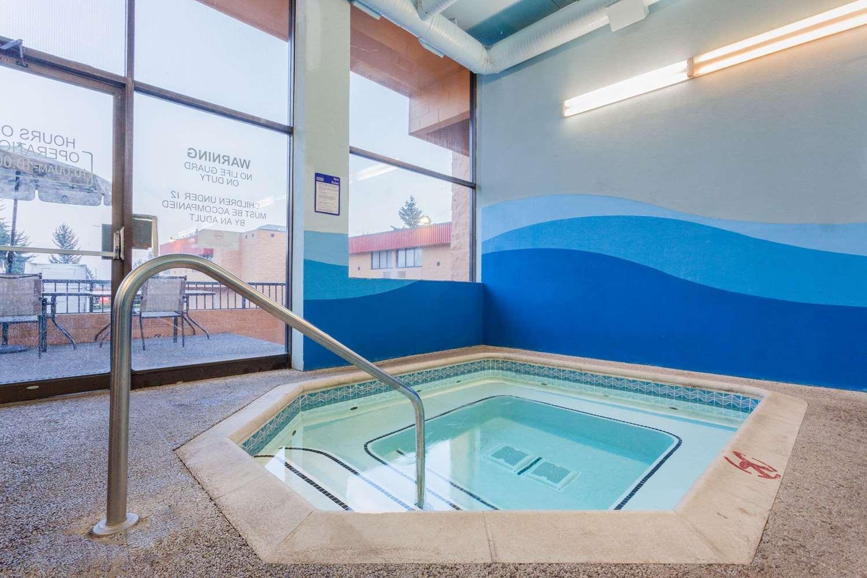 Pool - Ramada Inn Coquitlam