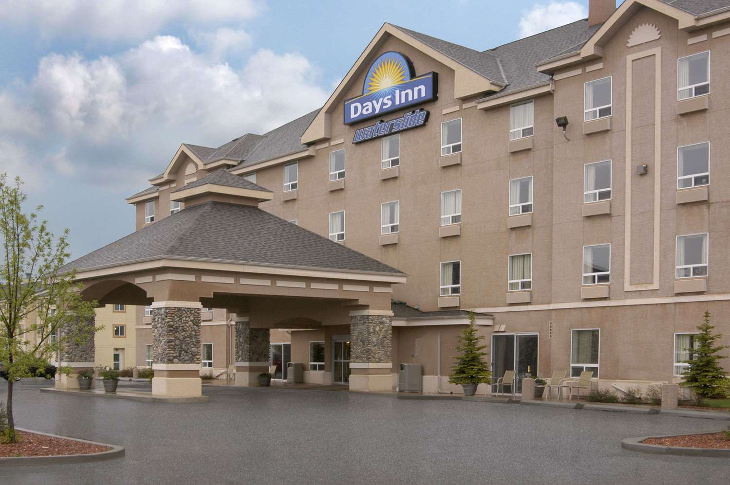 Exterior view - Days Inn Red Deer
