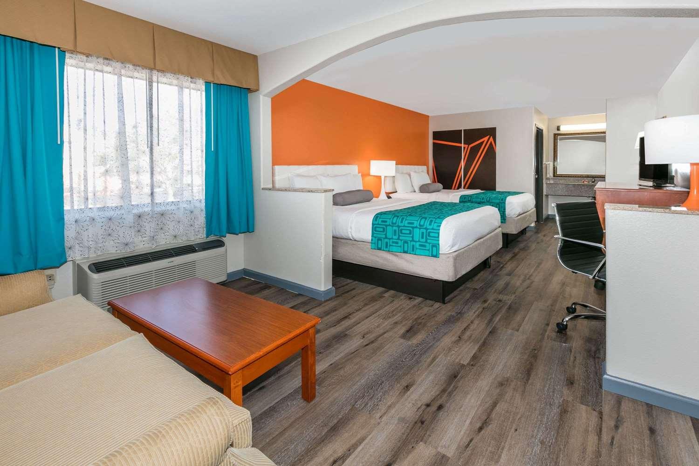 Room - Howard Johnson Inn Lafayette
