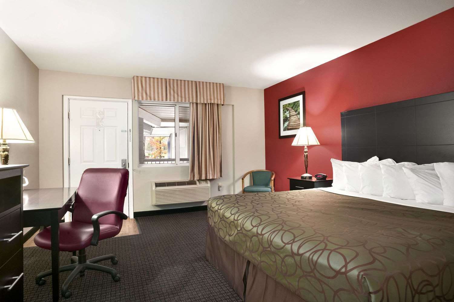 Room - Travelodge Traverse City