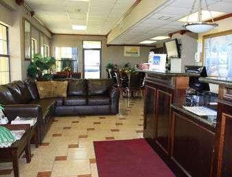 Lobby - Days Inn Lake Charles