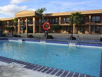 Pool - Days Inn Lake Charles