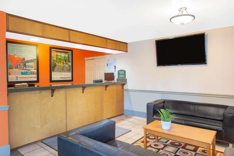 Lobby - Howard Johnson Inn Salem