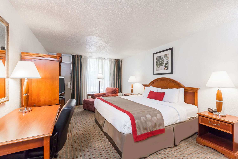 Room - Ramada Inn & Conference Center New Iberia