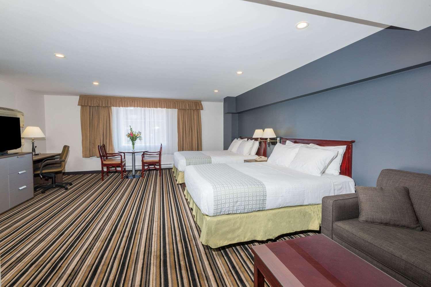 Room - Super 8 Hotel Downtown Toronto