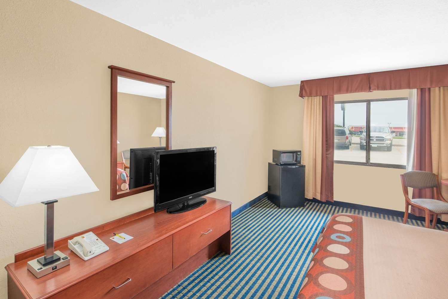 Room - Super 8 Hotel Marshalltown