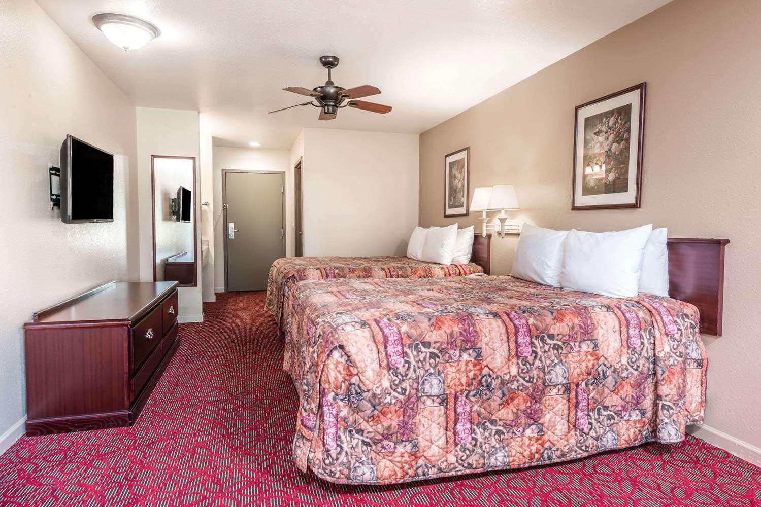 Room - Days Inn St Peters