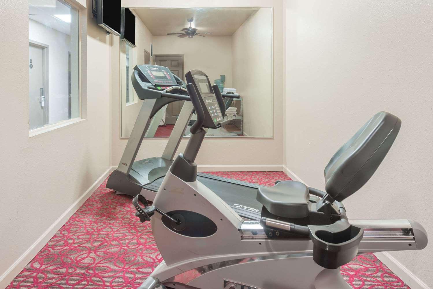 Fitness/ Exercise Room - Days Inn St Peters