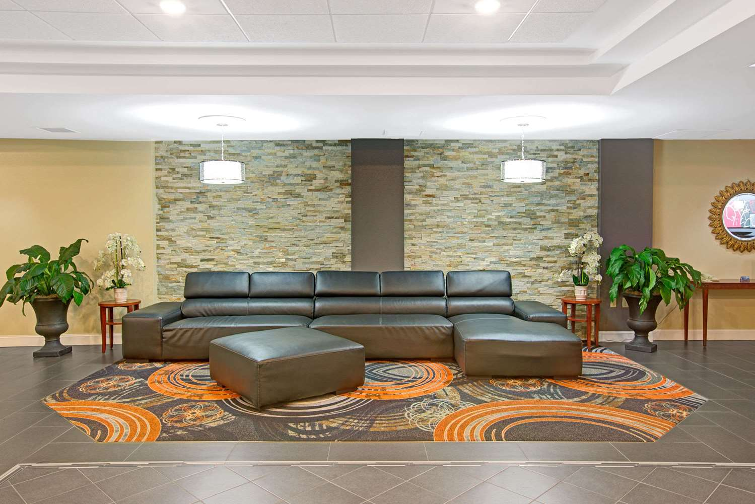 Lobby - Ramada Plaza Hotel & Conference Center Airport Charlotte