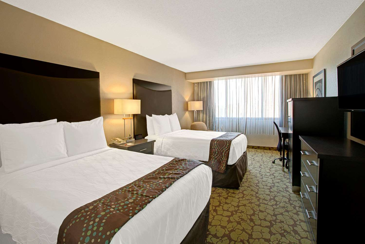 Room - Ramada Plaza Hotel & Conference Center Airport Charlotte