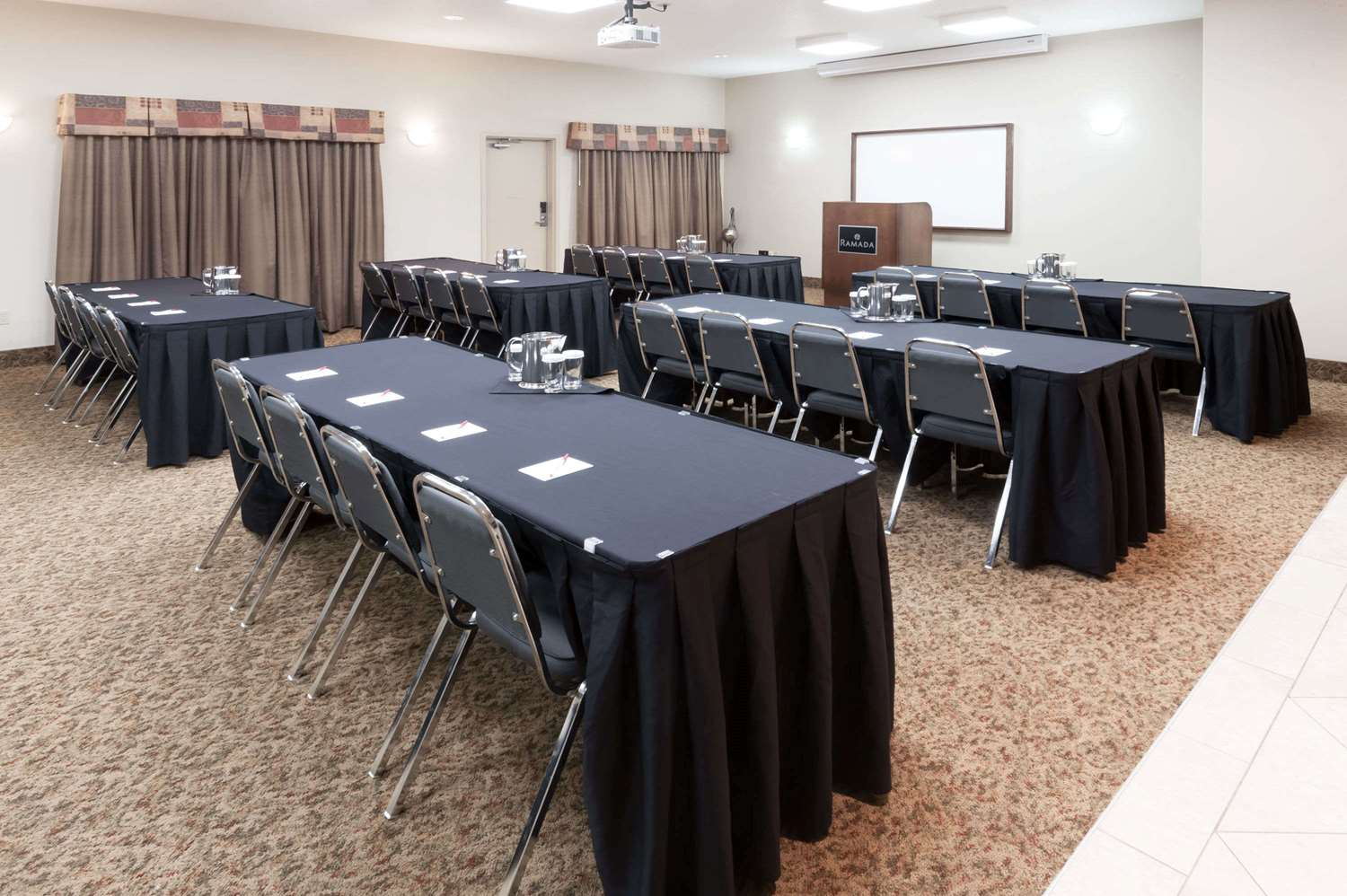 Meeting Facilities - Ramada Inn High River