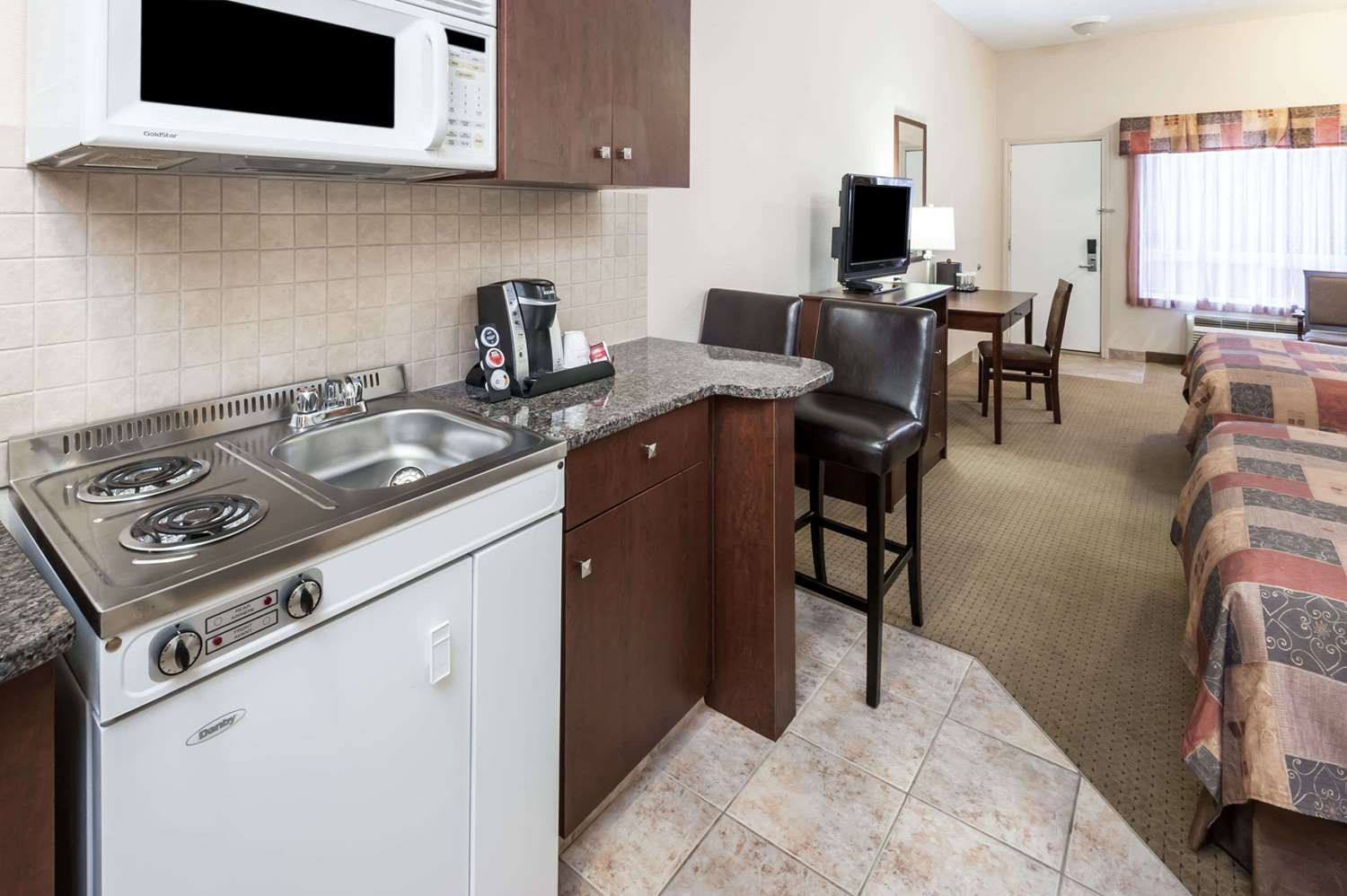 Amenities - Ramada Inn High River
