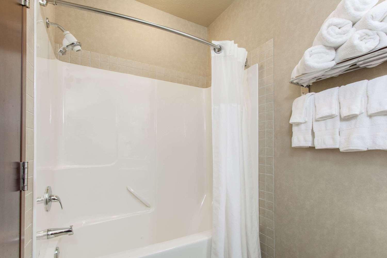 Room - Ramada Inn Camrose