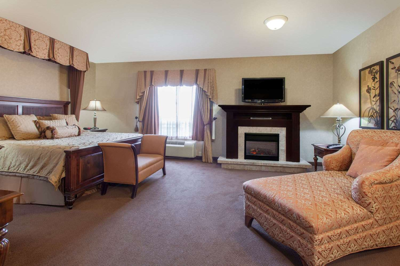 Suite - Ramada Inn Camrose